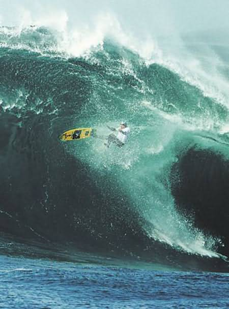 Surfer Wipes Out Extreme Surfing