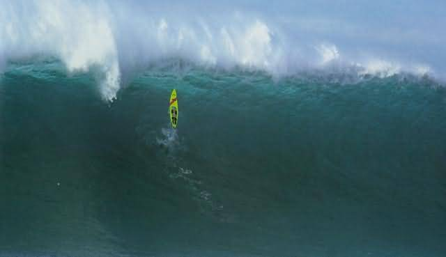 Surfer Wipes Out Extreme Surf