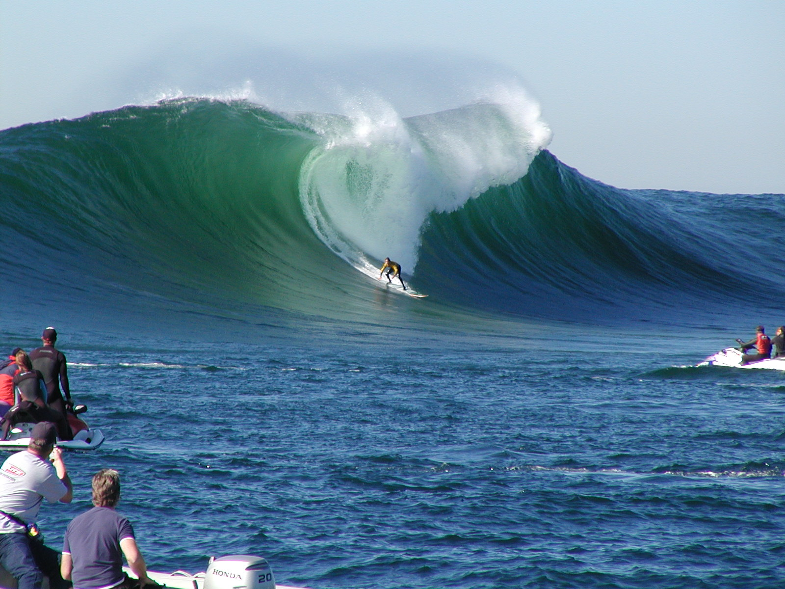 PHOTOS - BIG BIG WAVE SURFING : EXTREME - XarJ Blog and ...