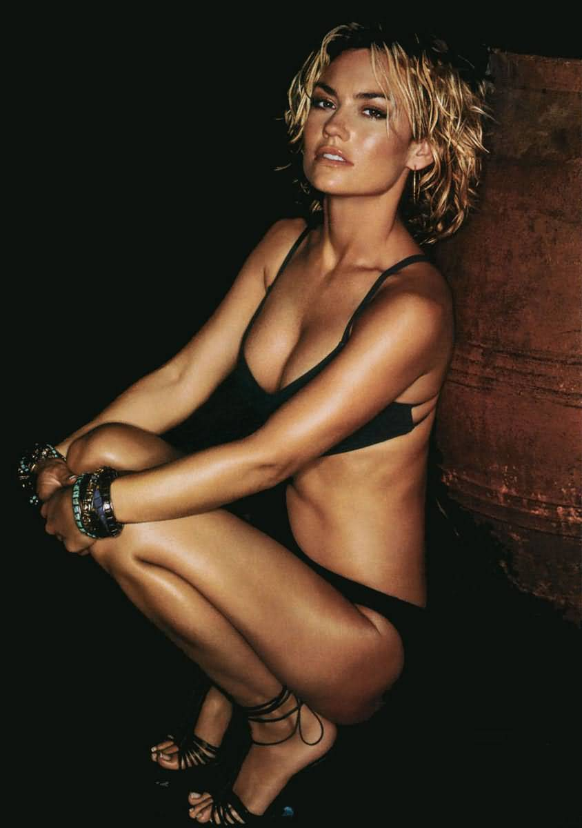 Kelly Carlson Pictures